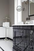 Szara łazienka w stylu Art Deco