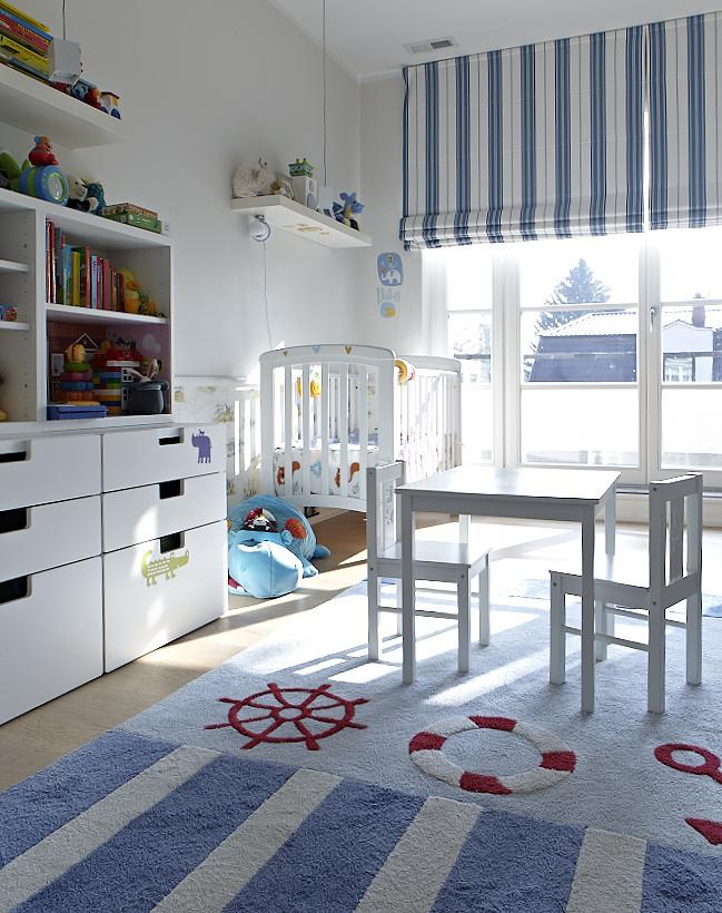 Pokój niemowlaka z marynistycznym stylu