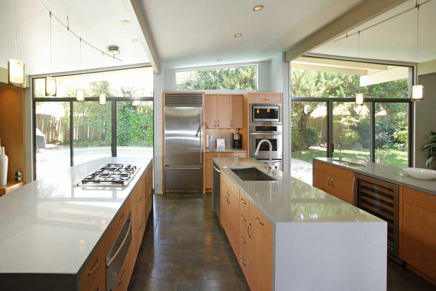 Duża kuchnia w domu