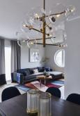 Aranżacja salonu z nowoczesna lampą wiszącą