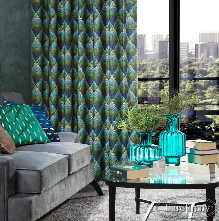 Piękne, szmaragdowo-niebieskie zasłony w salonie