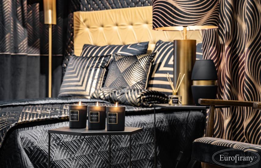 Sypialnia z kontynentalnym łóżkiem w kolorze czarnym