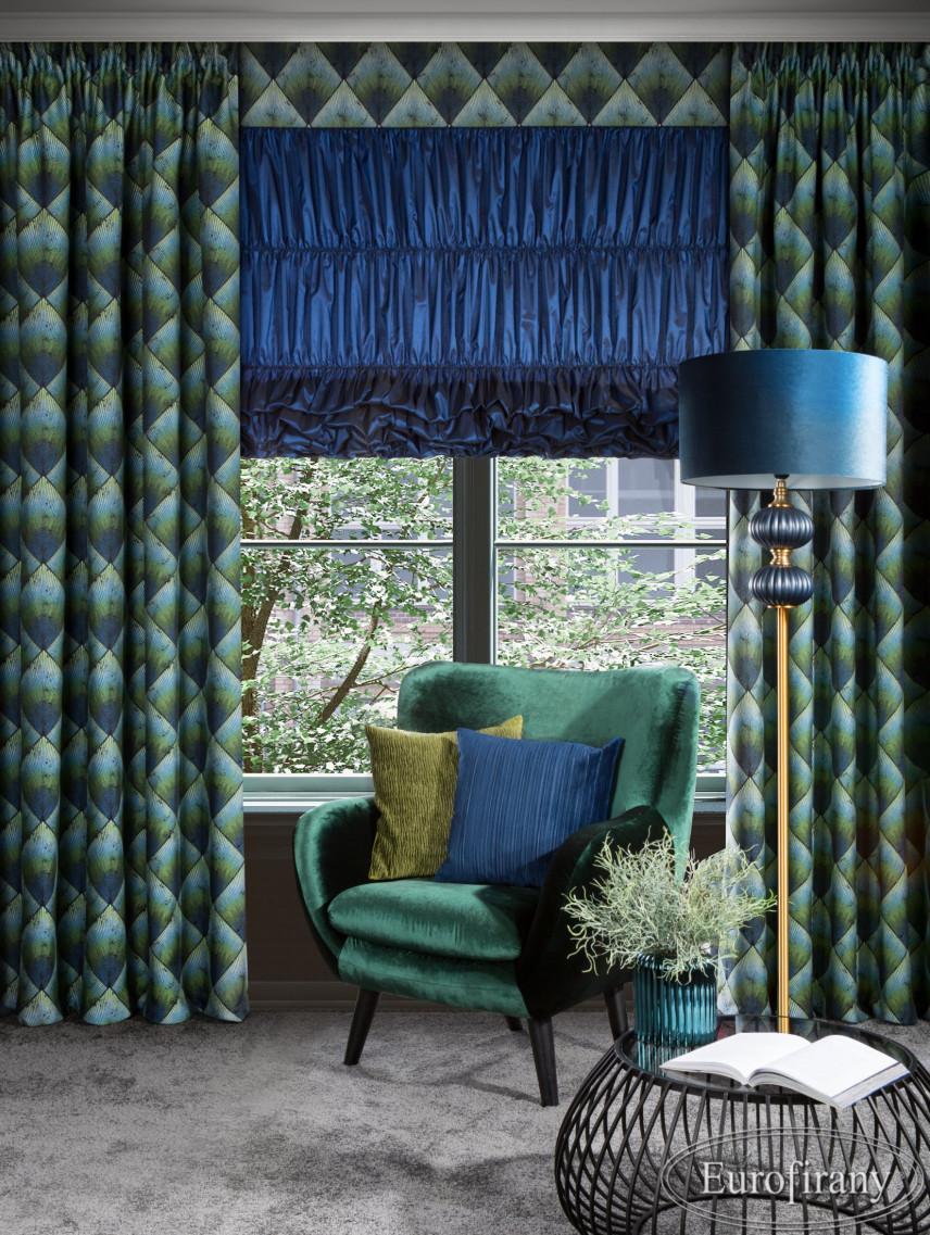 Aranżacja salonu w stylu glamour z zielonym zasłonami