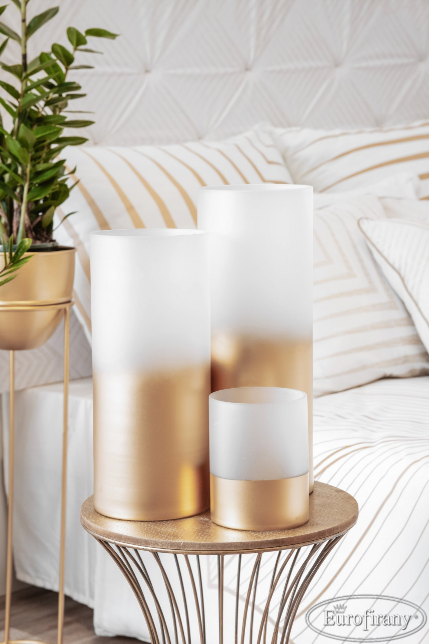 Modna aranżacja ze świec w sypialni