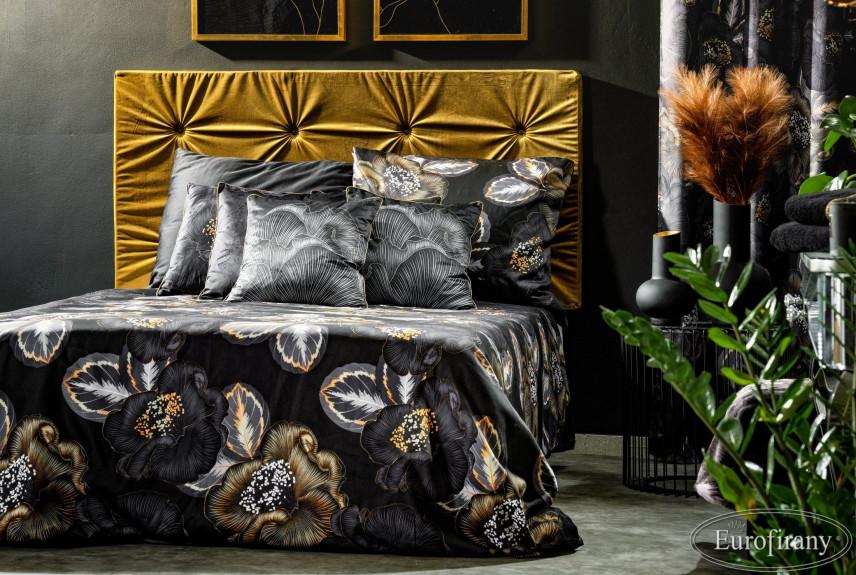Sypialnia z czarnymi ścianami i łóżkiem kontynentalnym