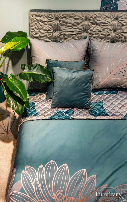 Modny wzór pościeli na łóżku kontynentalnym