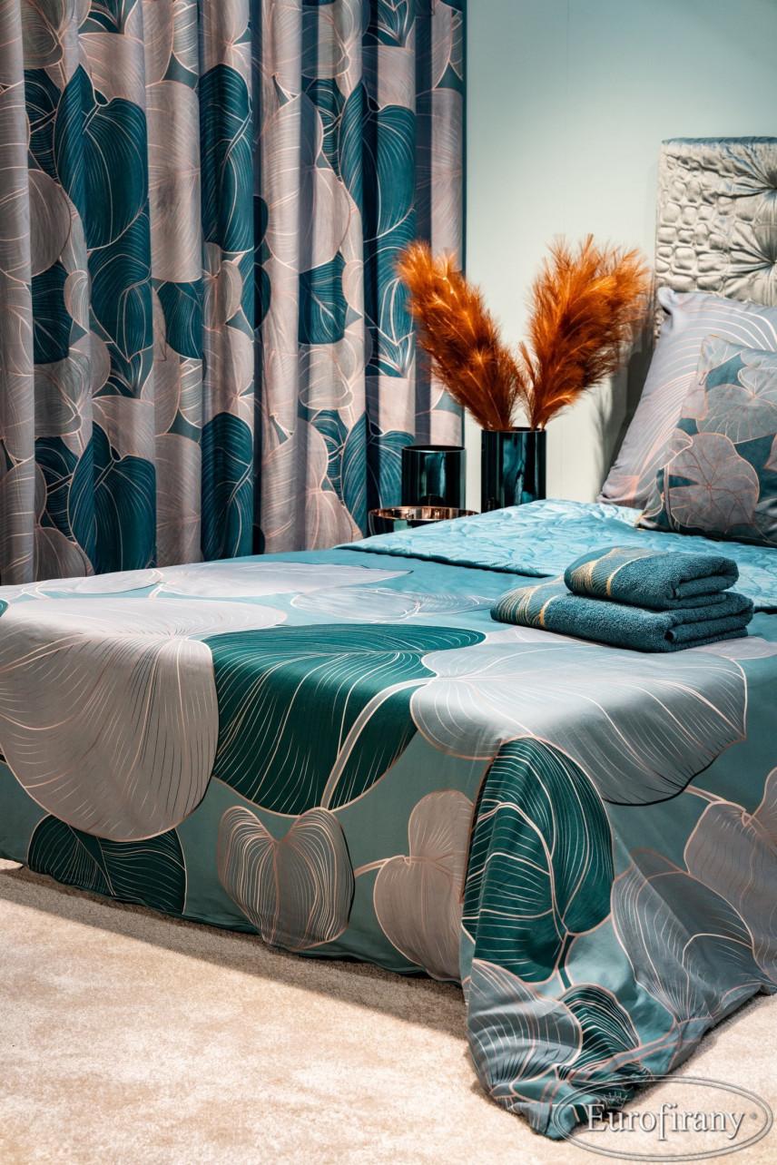 Aranżacja sypialni z turkusowymi wazonami