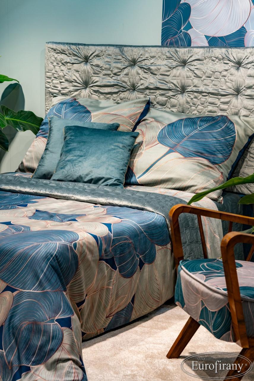 Poduszki satynowe z motywem floralnym