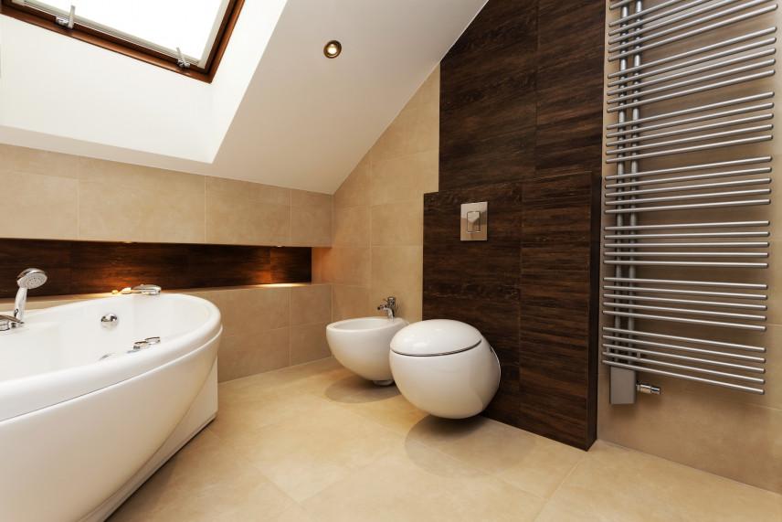 Elegancka łazienka w brązach i złotych beżach