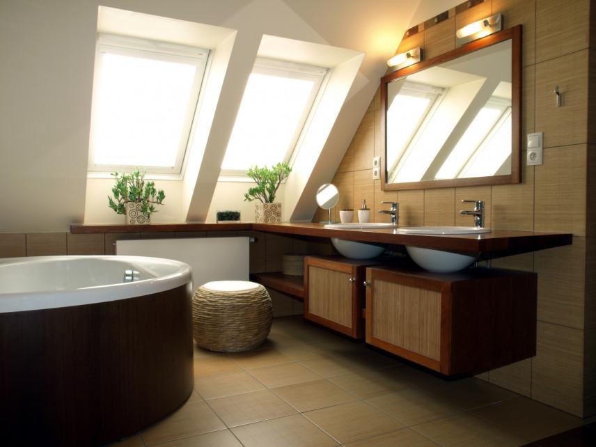 Brązowo-beżowa łazienka