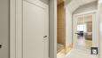 Aranżacja korytarza z tapicerowanym siedziskiem