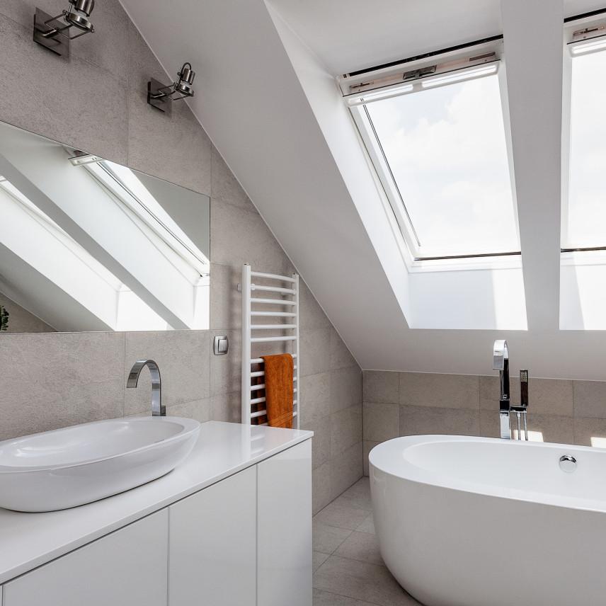 Nowoczesna szaro-biała łazienka