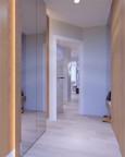 Przedpokój z dużą szafą z lustrem i podświetlaniem Led