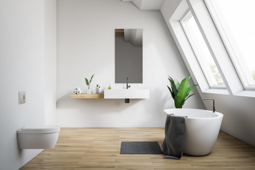 Łazienka z wolnostojącą wanną  w stylu skandynawskim