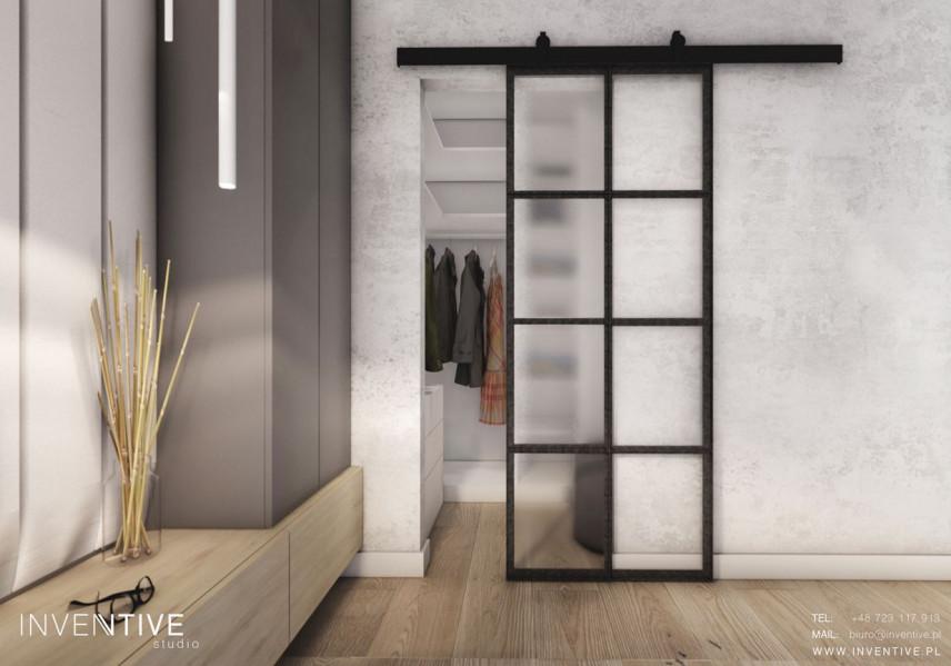 Mała garderoba z przesuwanymi drzwiami