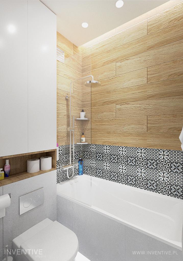 Łazienka z płytkami z imitacją drewna i mozaiką nad wanną