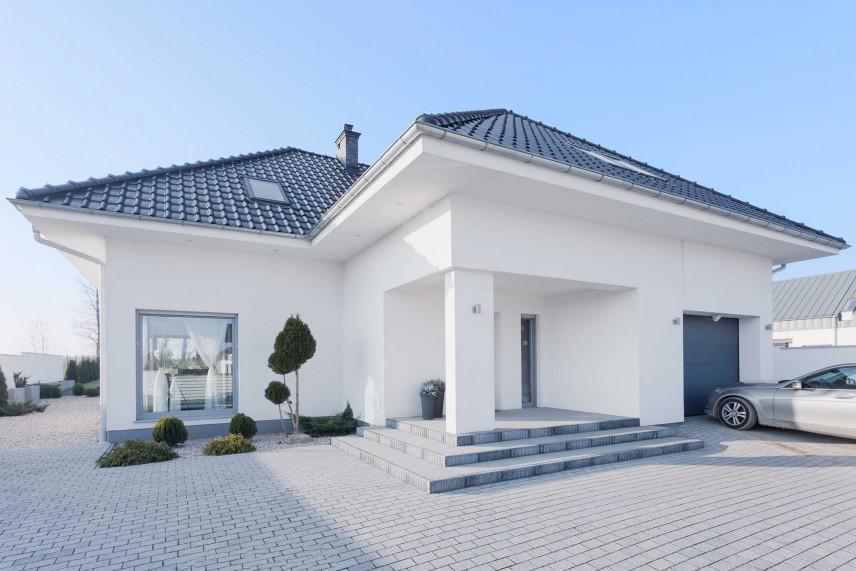Minimalistyczny projekt otoczenia domu
