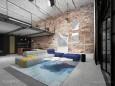 Klimatyczny, duży i przestrzenny salon w stylu loft