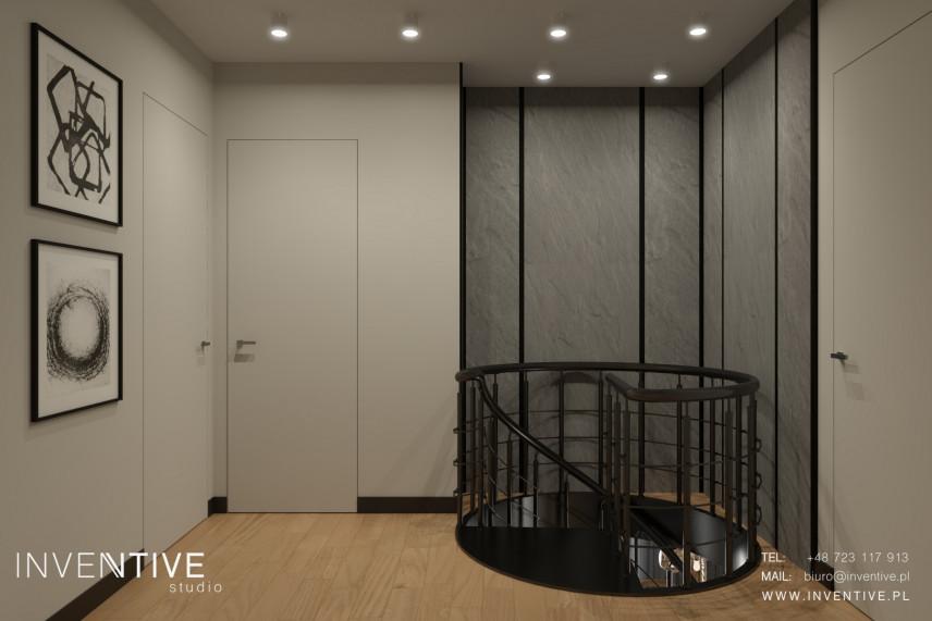 Korytarz na piętrze z wyjściem z okrągłych schodów