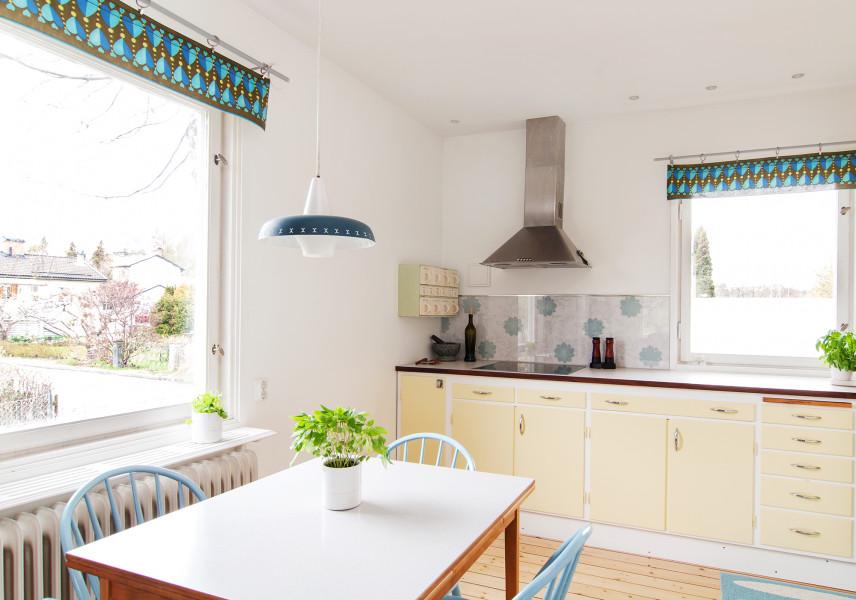 Kuchnia z dwoma oknami