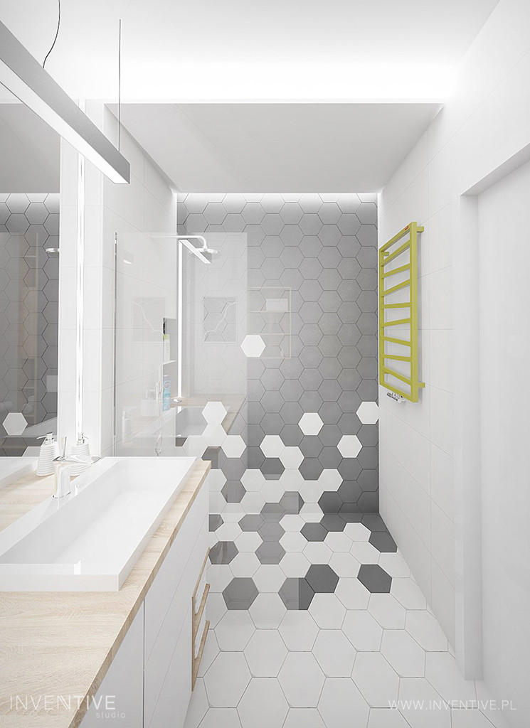 Aranżacja łazienki ze wzorem heksagonalnym pod prysznicem