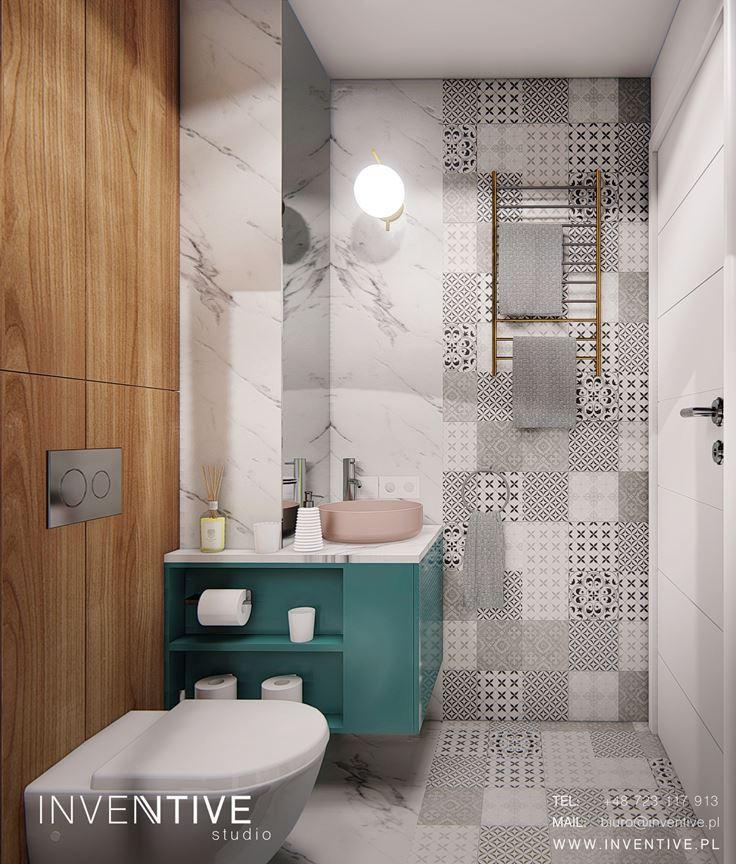 Łazienka z zieloną szafka wiszącą i jasnymi płytkami