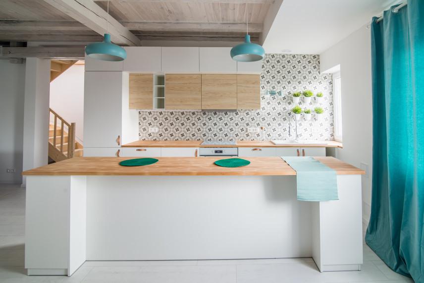 Kuchnia z mozaiką na ścianie