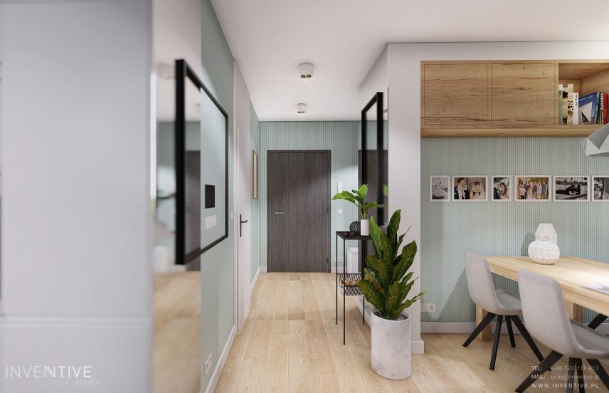 Przedpokój z korytarzem z turkusowym kolorem na ścianach