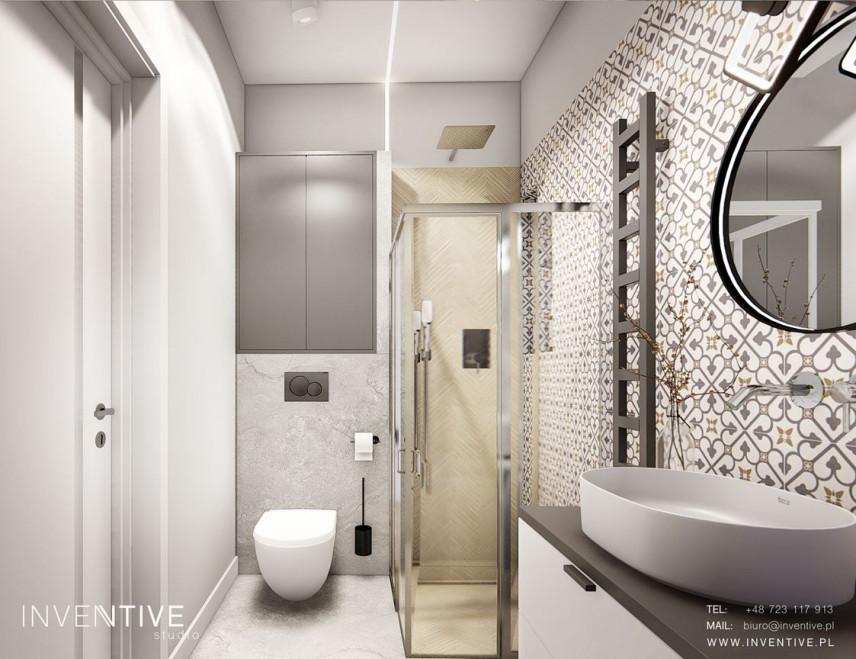 Aranżacja małej łazienki z prysznicem i okrągłym lustrem