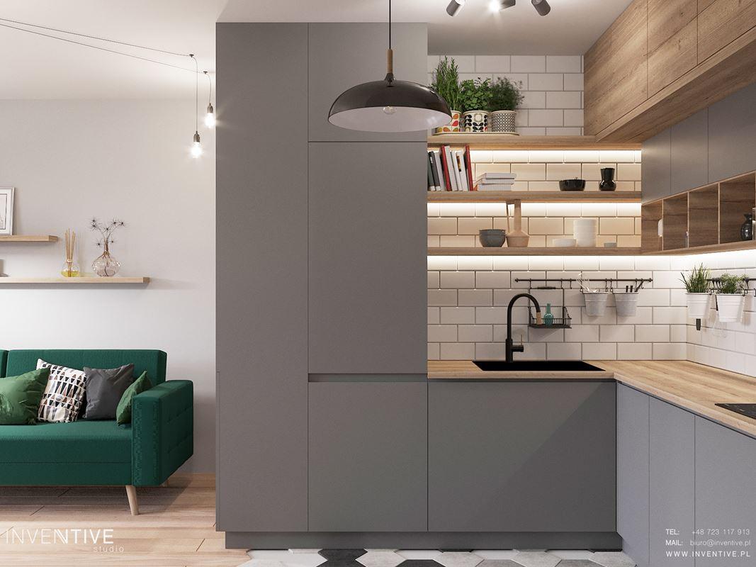 Mała, stylowa kuchnia narożna z półkami odkrytymi zamontowanymi do ściany