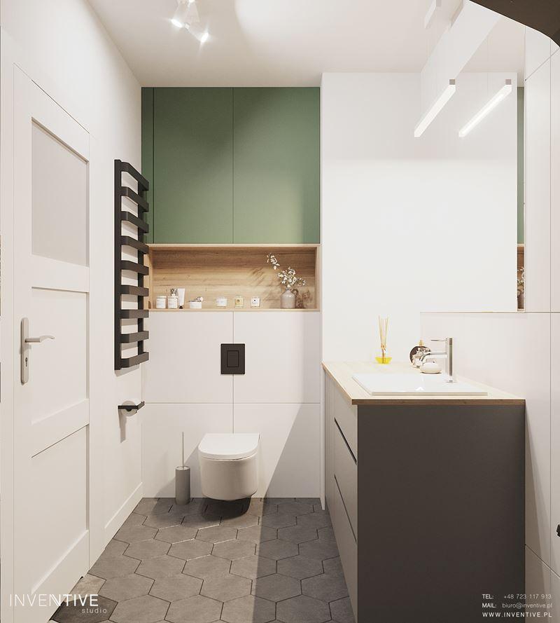 Mała łazienka z białymi ścianami i szarymi płytkami na podłodze
