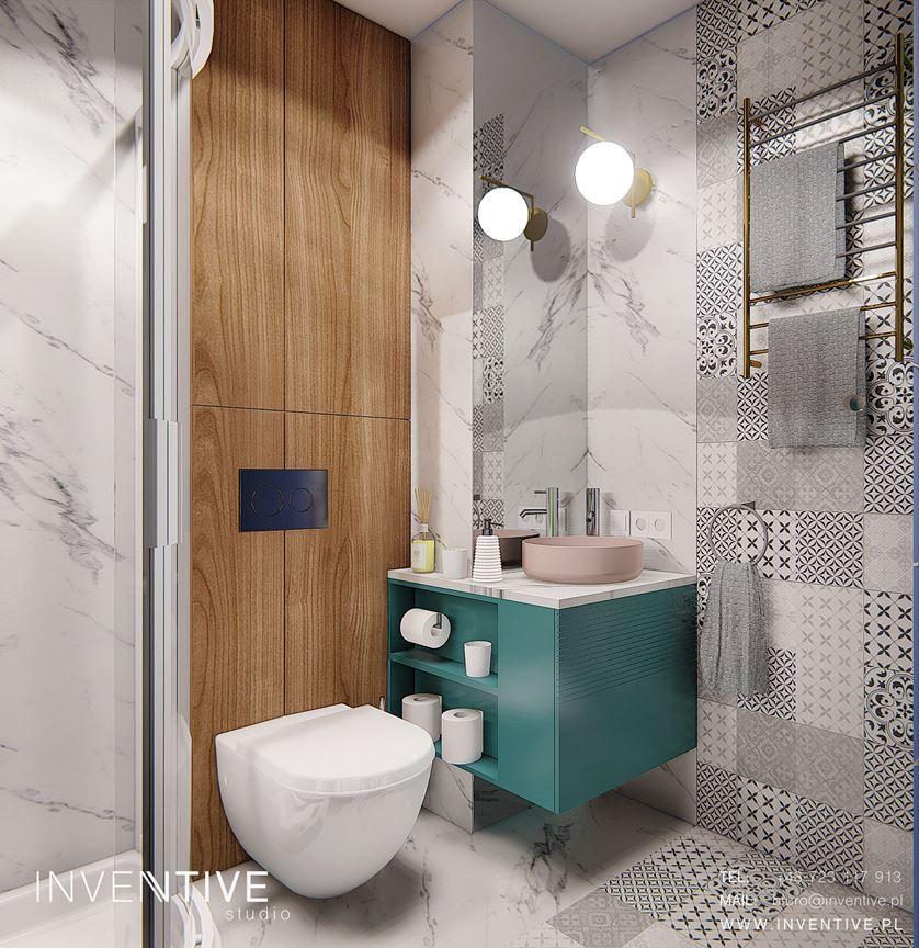 Mała łazienka z wzorzystymi płytkami w kolorze czarno-białym