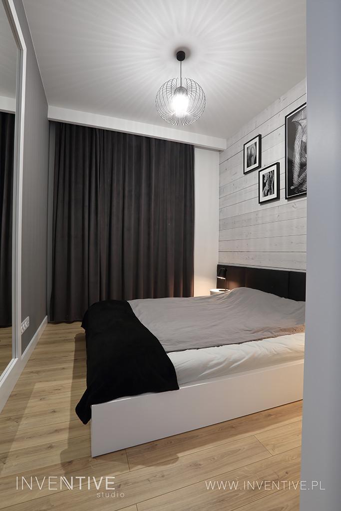 Sypialnia z czarnym zagłówkiem tapicerowanym