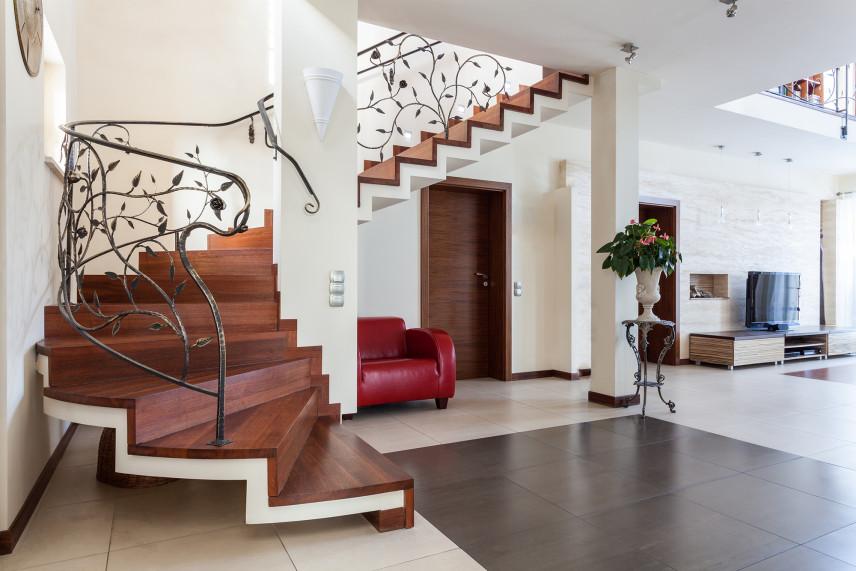 Elegancki przedpokój ze schodami