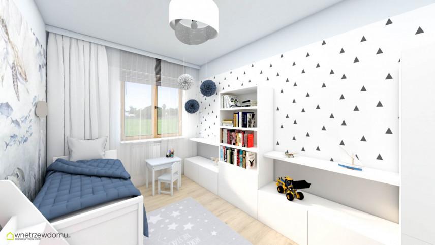 Pokój z tapetą na ścianie i pojedynczym łóżkiem z niebieską narzutą