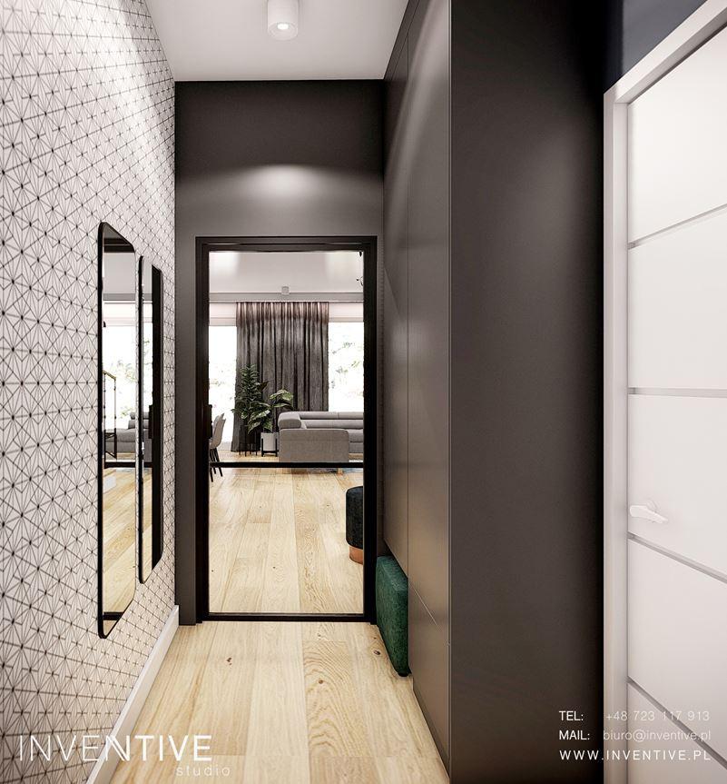 Wąski korytarz w dużym mieszkaniu