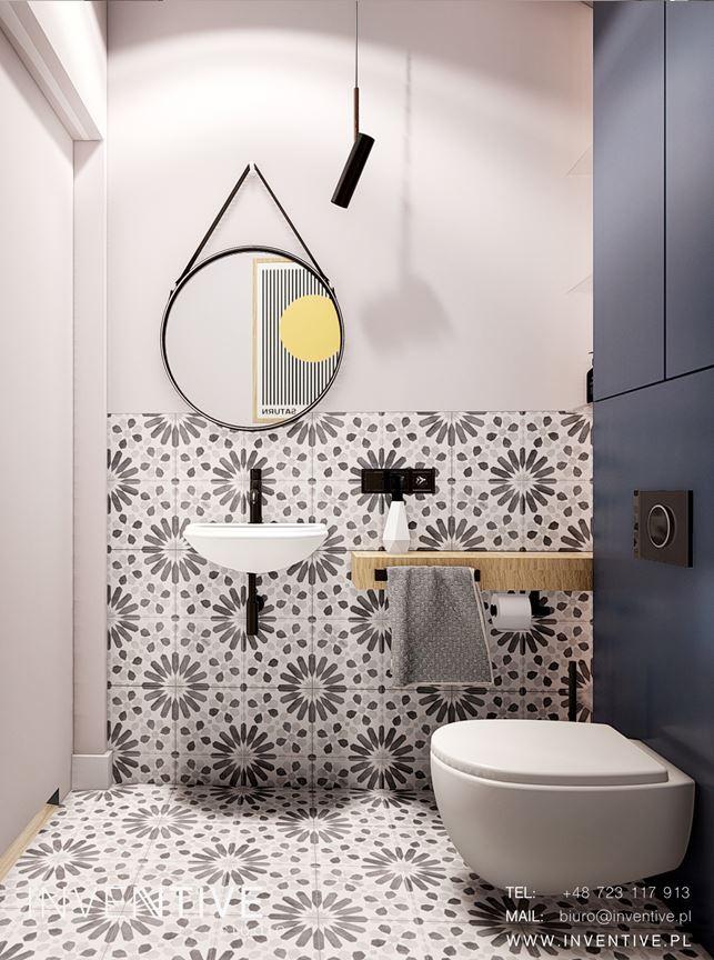 Oddzielna łazienka ze wzorzystymi płytkami