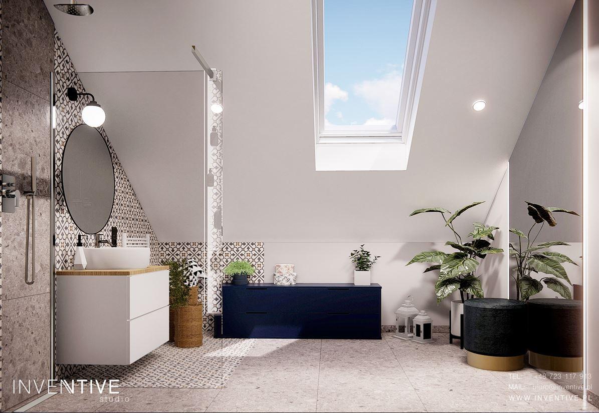 Duża, przestrzenna łazienka na poddaszu z oknami