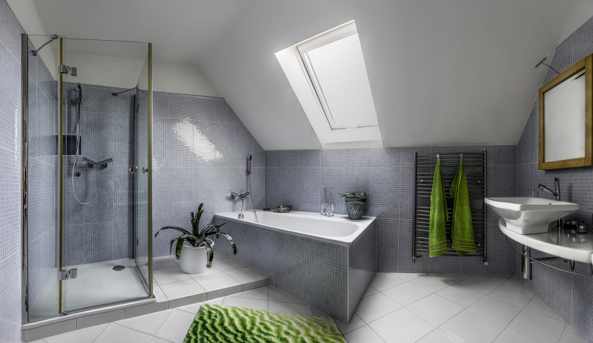 Szara łazienka z kabina prysznicową