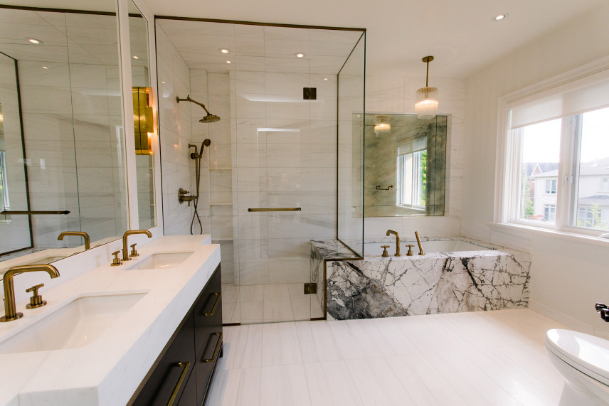 Łazienka z designerską kabiną prysznicową